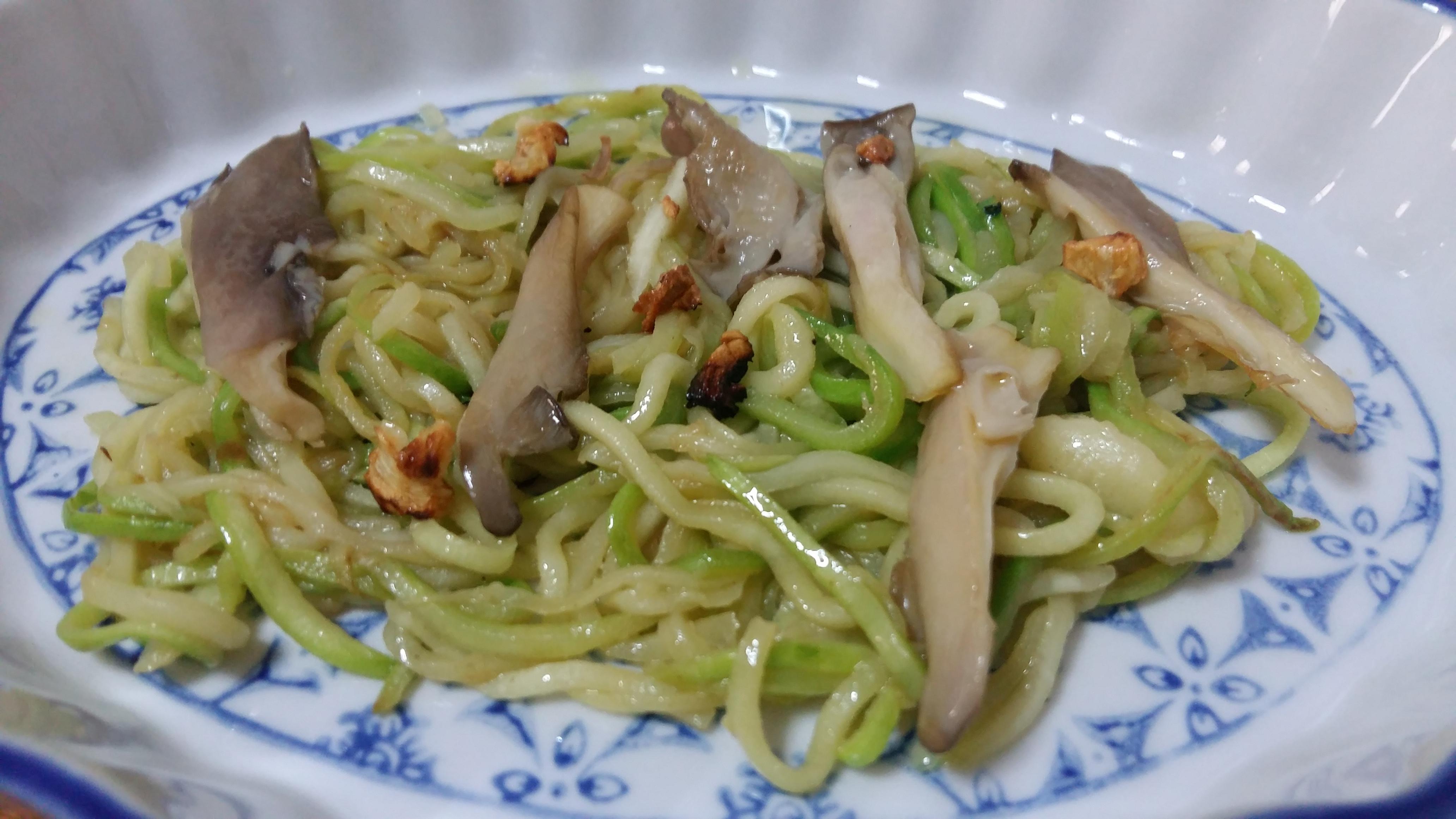 Espaguetis de calabacín al pesto