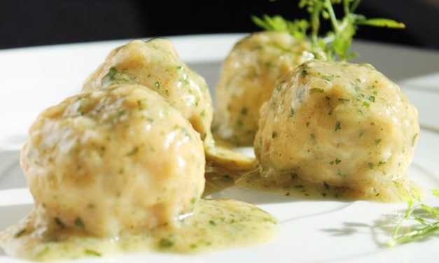 Albóndigas de Pollo con Salsa de Albahaca