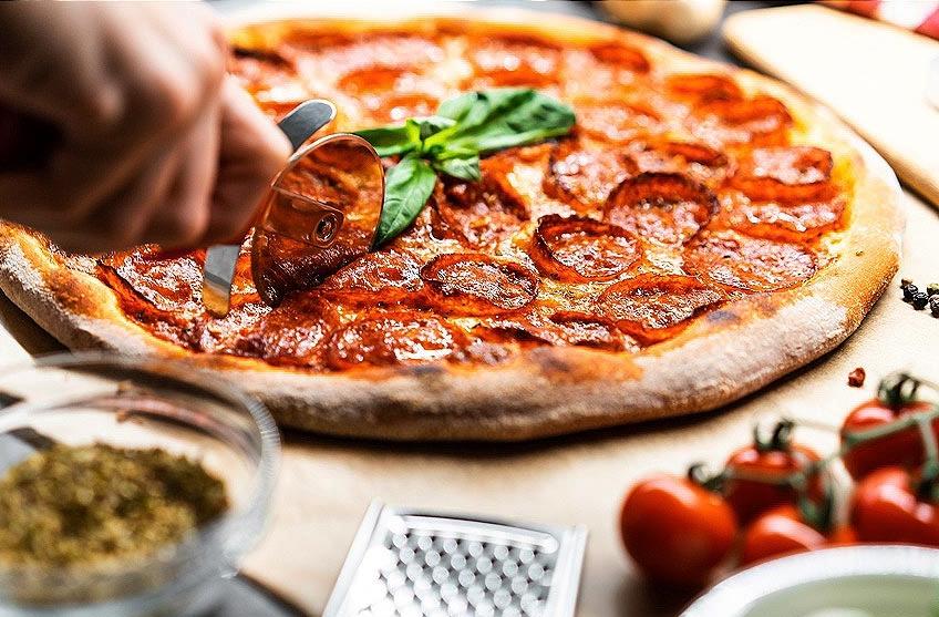 Pizza Ceto de Pepperoni y Aceitunas