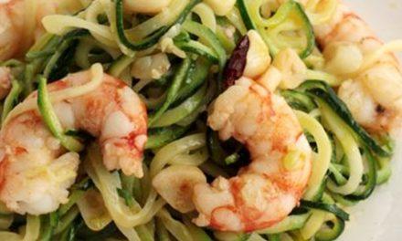Espaguetis de Calabacín Crudo con Gambas